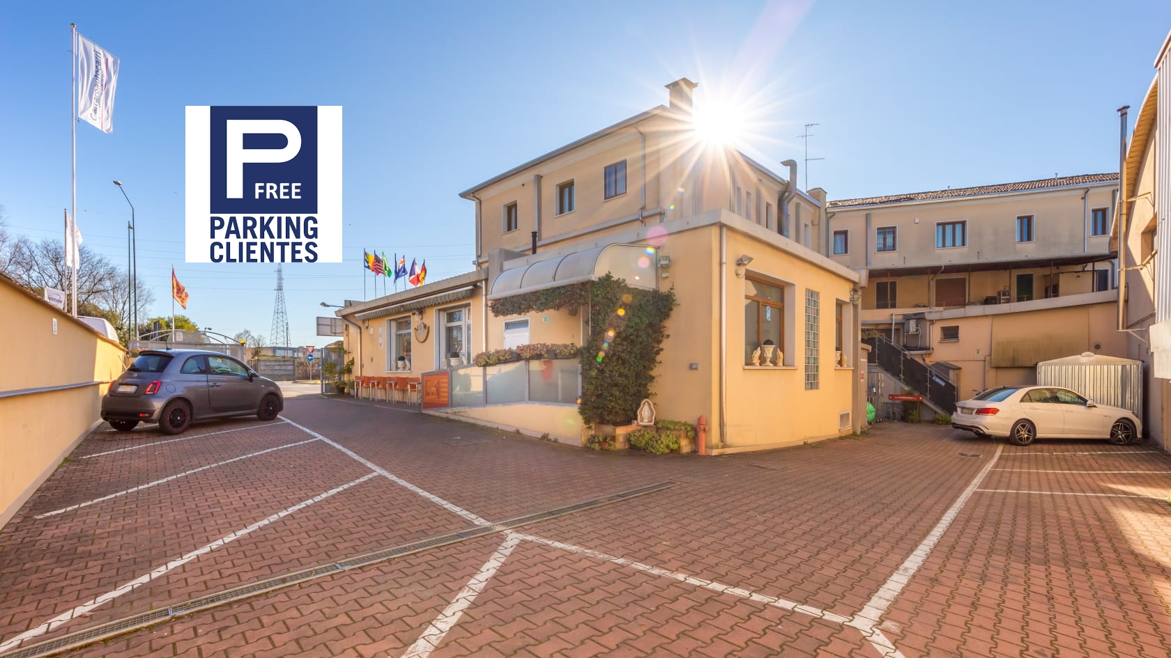 Esterno e Parking Albergo Nuova Aurora-FREE