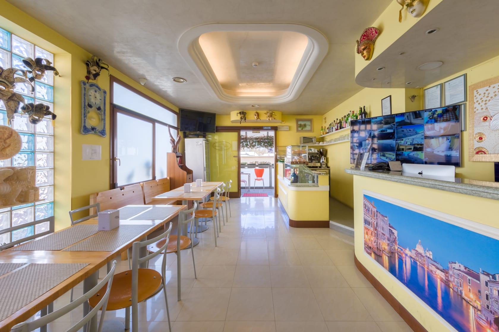 Hall con area Bar per Colazioni Albergo Nuova Aurora